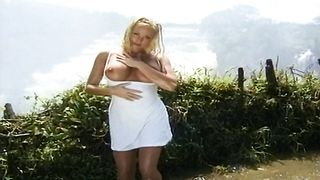 Geile Abenteuer in Afrika (Stacy Valentine, Neena - classicporn full movie)