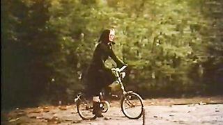 Ta mej i dalen (1977) Girl on Her Knees