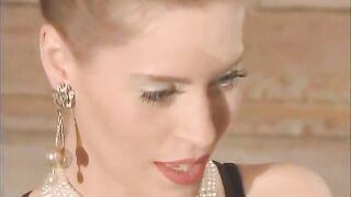 Anja Juliette Laval: Die unschuldige Schönheit